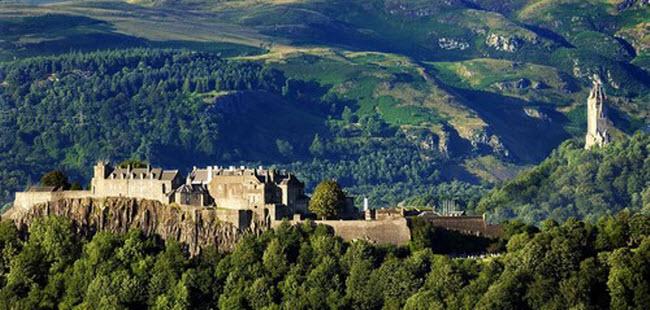 Ám ảnh với 10 lâu đài ma ám đáng sợ nhất châu Âu - 4