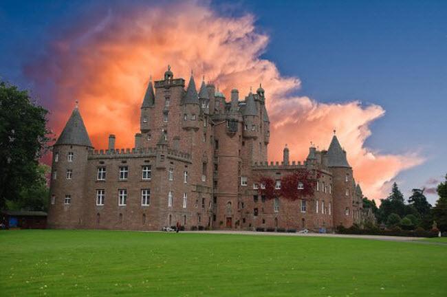 Ám ảnh với 10 lâu đài ma ám đáng sợ nhất châu Âu - 10