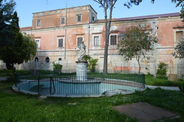 Ý: Biếu không 100 tòa lâu đài, biệt thự cho ai cần - 1