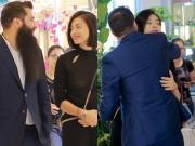 """Phim - Đạo diễn """"Kong"""" ôm hôn Ngô Thanh Vân trước trăm người"""