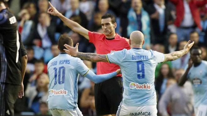 Real thoát penalty, Ronaldo thoát treo giò: Trọng tài bị tố tiếp tay - 1