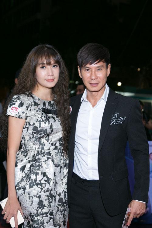 Johnny Trí Nguyễn cưỡi mô tô gần nửa tỉ đi xem phim sau tai nạn - 3
