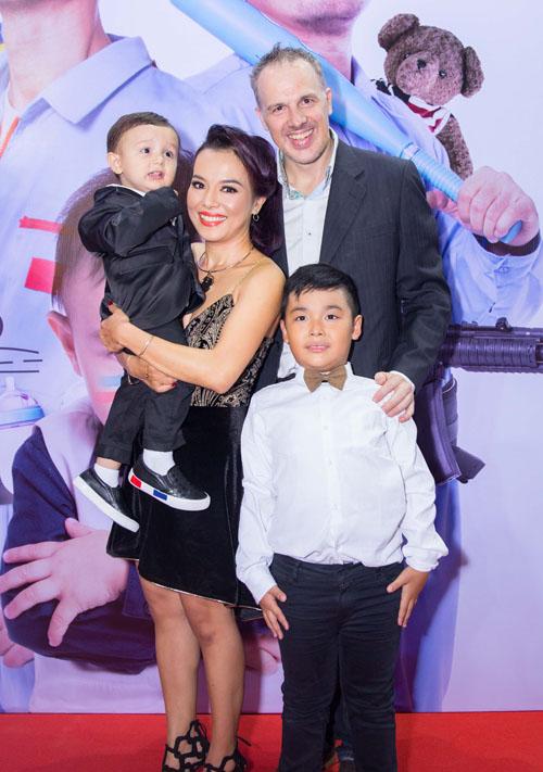 Johnny Trí Nguyễn cưỡi mô tô gần nửa tỉ đi xem phim sau tai nạn - 8