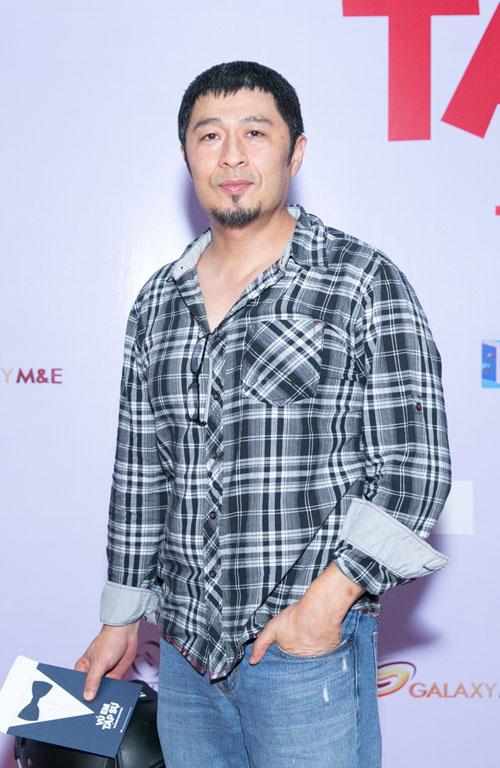 Johnny Trí Nguyễn cưỡi mô tô gần nửa tỉ đi xem phim sau tai nạn - 6