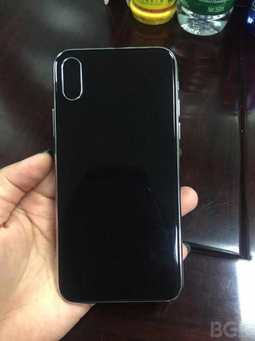 HOT: iPhone 8 lộ ảnh trần trụi, đẹp không tì vết - 2