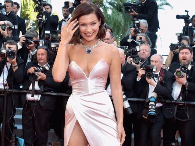 Lại một mỹ nữ khác phải xấu hổ vì váy xẻ cao tại Cannes - 15