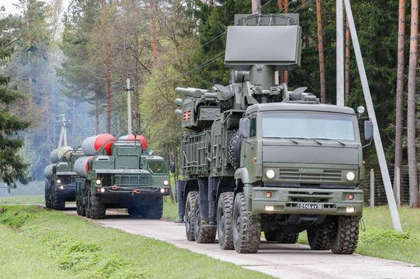 Nga báo động trung đoàn tên lửa S-400 bảo vệ Moscow 1