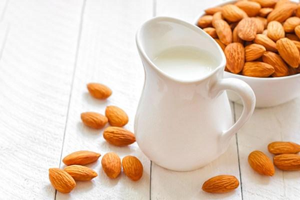 Chuyên gia nói gì về sữa làm từ các loại hạt? - 1