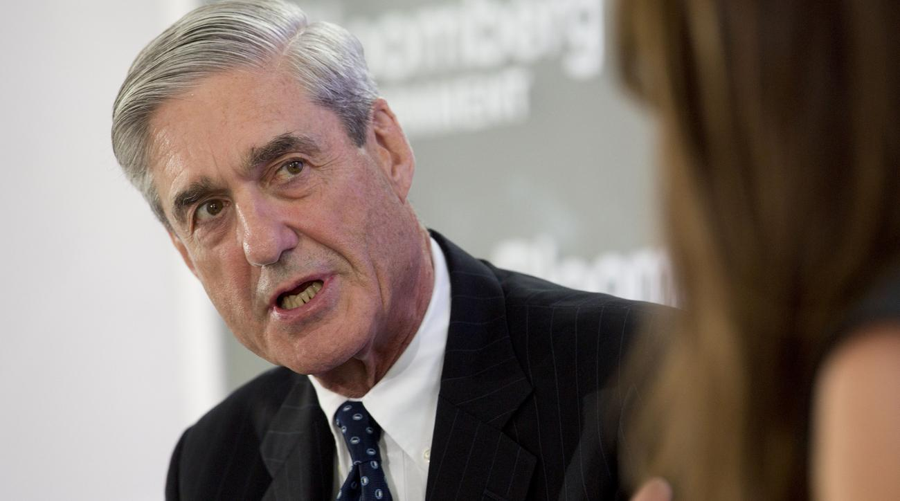 """Vì sao cấp dưới """"dám"""" cử người điều tra Trump? - 3"""