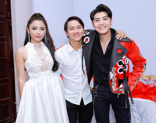 Bạn gái xinh đẹp cổ vũ Hoài Lâm hát Chung kết The Voice - 4