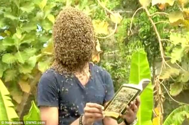 """Để 60.000 con ong bâu kín mặt """"cho dễ chịu"""" - 1"""