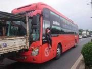 Tin tức trong ngày - 5 ô tô tông liên hoàn trên QL1, tài xế đập cửa thoát thân