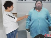 """Bị chồng bỏ, cô nàng Trung Quốc giảm 121 kg và nhận  """" quả ngọt """""""