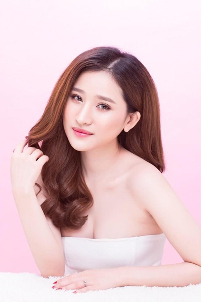 Vợ cũ Hồ Quang Hiếu dẫn đầu top hot girl nõn nà đi bơi, đi chơi 4