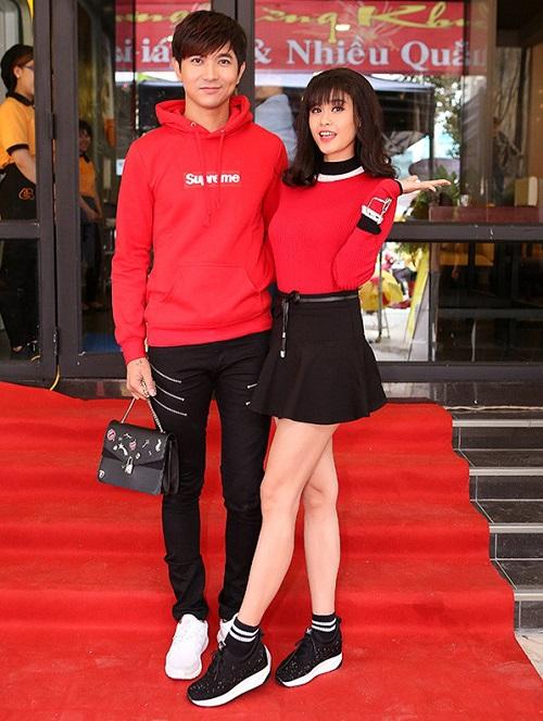 """Trương Quỳnh Anh - Tim """"mặc chung"""" áo, thân mật trên phố - 1"""