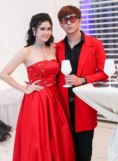 """Trương Quỳnh Anh - Tim """"mặc chung"""" áo, thân mật trên phố - 2"""