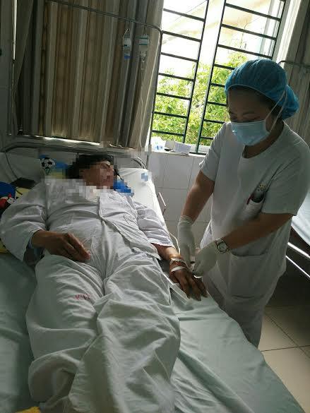 Nín thở ca phẫu thuật kéo dài 8 tiếng cho bệnh nhân có HIV - 1