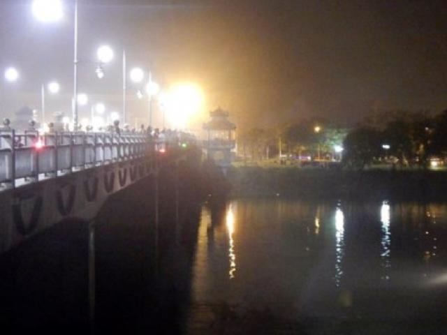 Thanh niên nhảy sông tự tử kêu cứu trước khi chìm