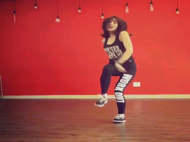 Diệp Lâm Anh khoe tài nghệ nhảy sexy