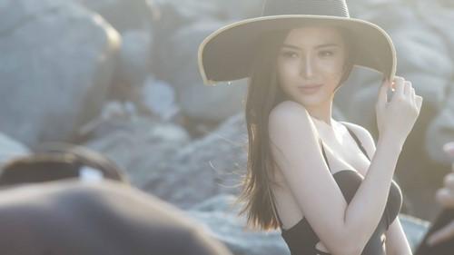 """Rò rỉ clip hậu trường áo tắm """"đốt mắt"""" của Ngọc Duyên - 1"""