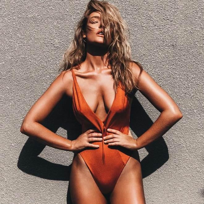 Bồ của tiền đạo Liverpool sở hữu cả shop bikini, nội y - 6