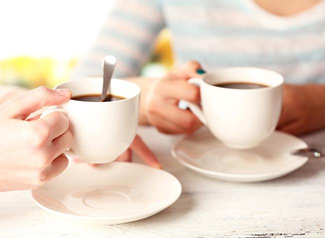 2. Uống cà phê vào buổi sáng giúp kích thích phản xạ của dạ dày gây ra các cơn co thắt ruột, giúp việc đào thải của cơ thể diễn ra dễ dàng hơn.
