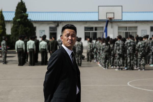 Nhân viên bảo vệ trở thành hiệu trưởng khiến cả thế giới ngưỡng mộ - 3