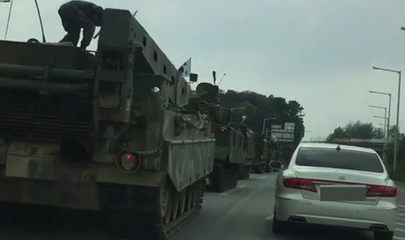 Đoàn xe quân sự HQ rầm rộ áp sát biên giới Triều Tiên? 1