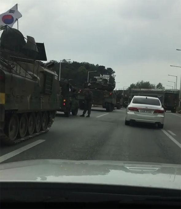 Đoàn xe quân sự HQ rầm rộ áp sát biên giới Triều Tiên? 2