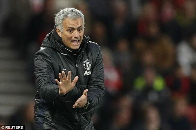 MU tệ nhất vẫn sắp ăn 3 cúp: Chất đặc biệt của Mourinho - 2