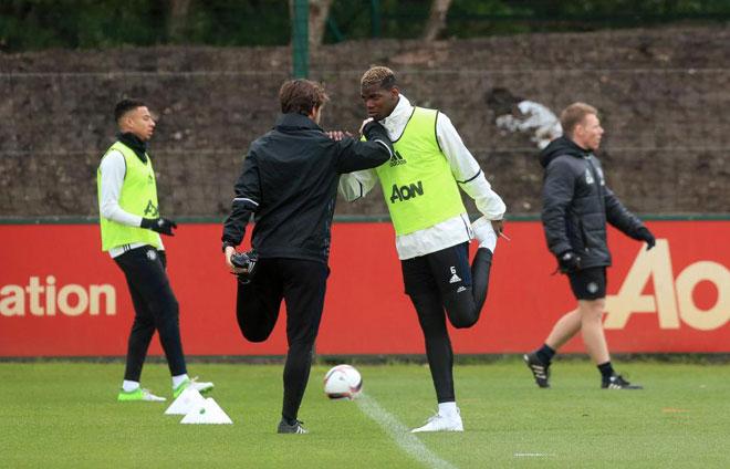 """MU: Pogba đi tập """"quên"""" giày, 6 cầu thủ trẻ đá chính - 2"""