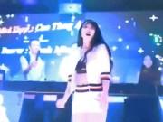 Ca nhạc - MTV - Mỹ nữ nóng bỏng diễn hội chợ khiến khách đông nườm nượp