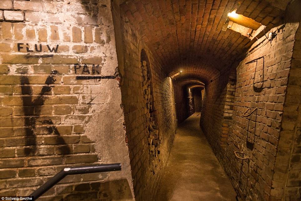 Choáng ngợp thành phố bí mật dưới lòng đất của Hilter ở Hà Lan - ảnh 3