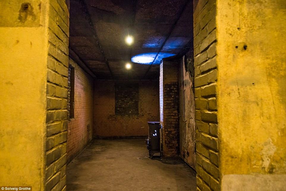 Choáng ngợp thành phố bí mật dưới lòng đất của Hilter ở Hà Lan - ảnh 5