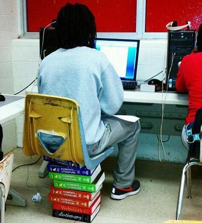 Người ham học hỏi thì lúc nào cũng phải có sách bên cạnh.