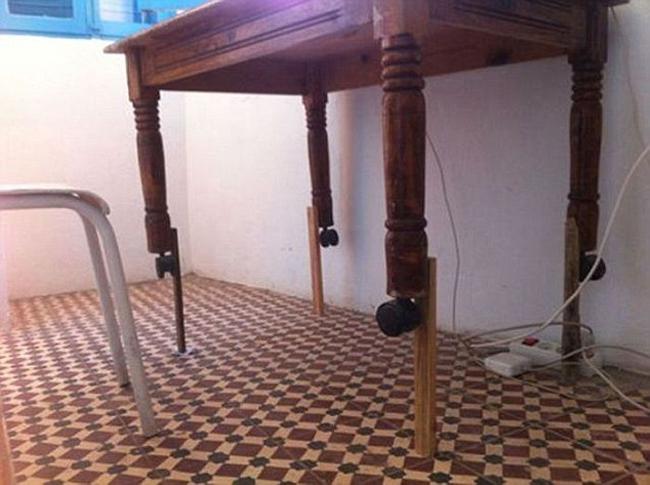 Đây là biện pháp giúp chiếc bàn cao hơn.