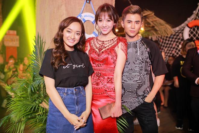 Hari Won diện váy đỏ xẻ cao ngút ngàn, táo bạo hơn gái 18 - ảnh 3