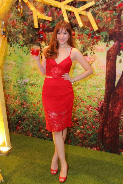 Hari Won diện váy đỏ xẻ cao ngút ngàn, táo bạo hơn gái 18 - ảnh 6
