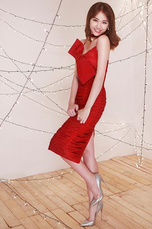 Hari Won diện váy đỏ xẻ cao ngút ngàn, táo bạo hơn gái 18 - ảnh 7