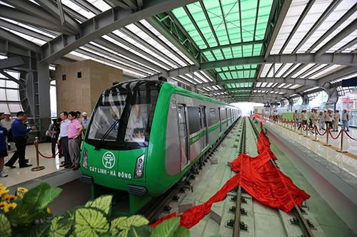 Cận cảnh đoàn tàu và nhà ga đường sắt trên cao sắp đưa vào hoạt động - 3