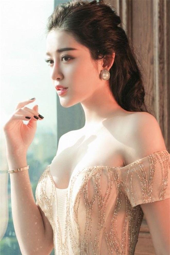"""Á hậu Huyền My u buồn nhưng vẫn đẹp """"rụng rời"""" - 4"""