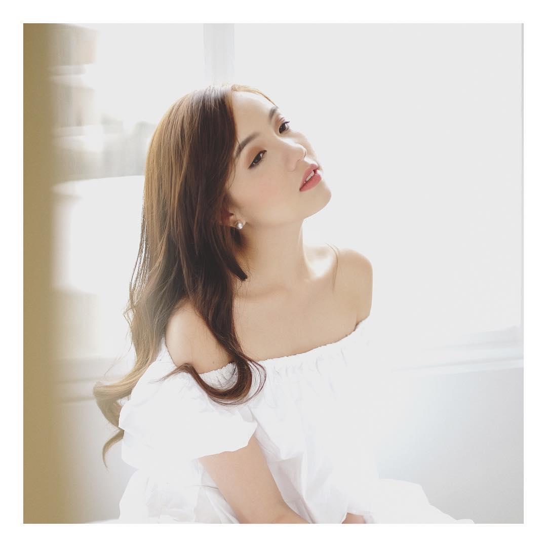 Chia tay người yêu, hot girl Mie luôn mặc áo trễ nải ra đường - 3
