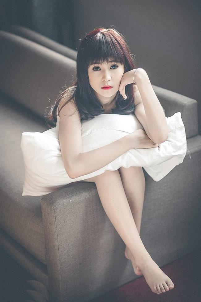 """Cô gái có gương mặt xinh như búp bê trở thành  """" gương mặt thương hiệu """"  của trường đại học sang chảnh bậc nhất Hà thành."""