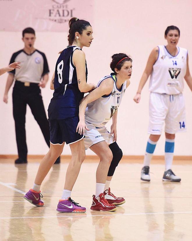 Nếu không theo nghiệp bóng rổ, cô ấy chắn chắn là hoa hậu - 1