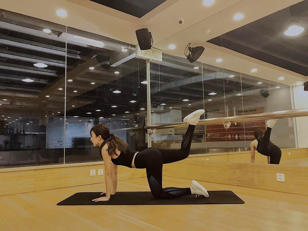 """Quỳnh Anh Shyn khoe vòng eo """"con kiến"""" khi đi tập gym - 3"""