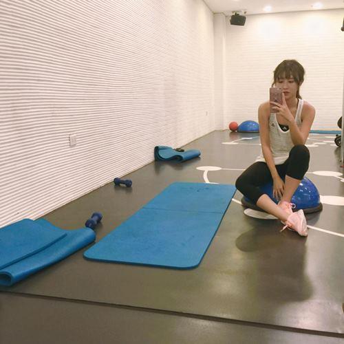 """Quỳnh Anh Shyn khoe vòng eo """"con kiến"""" khi đi tập gym - 10"""