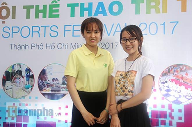 Ngỡ ngàng: Người đẹp 9x Việt cùng lúc đấu 10 VĐV làng cờ - ảnh 7