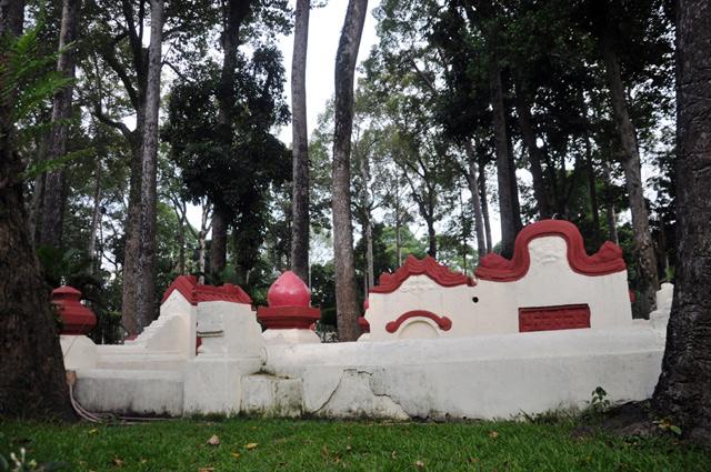 Giải mã ngôi mộ cổ ai đi vào cũng phải cúi mình ở Sài Gòn - 1