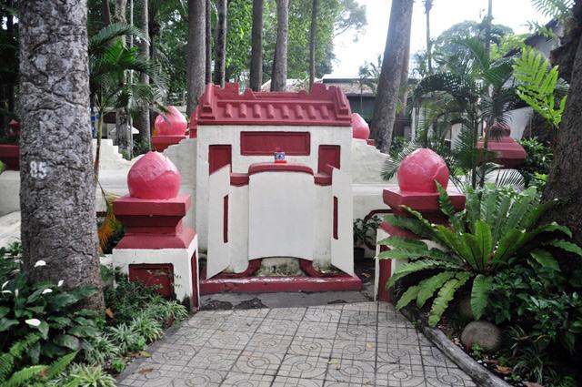 Giải mã ngôi mộ cổ ai đi vào cũng phải cúi mình ở Sài Gòn - 3