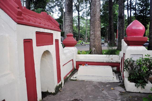 Giải mã ngôi mộ cổ ai đi vào cũng phải cúi mình ở Sài Gòn - 6
